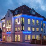 """Neue Leuchtreklame """"Steuer & Recht"""" am Geschäftshaus der Steuer- und Rechtsberatung Thomas Leinhoß in Meiningen"""
