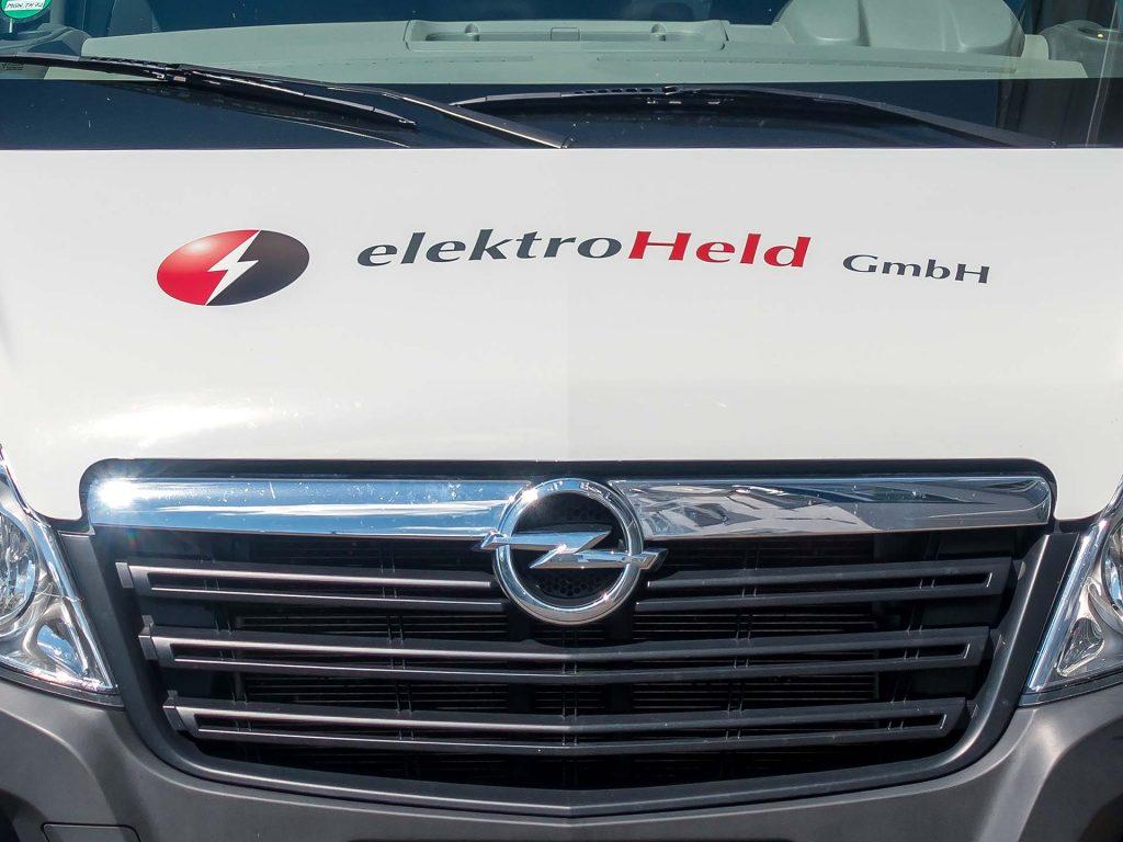 Detail Frontansicht Fahrzeugbeklebung elektroHeld