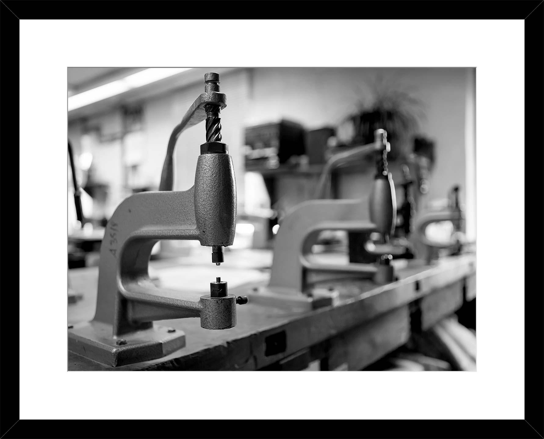 Handarbeit mit einfachen Maschinen und Werkzeugen