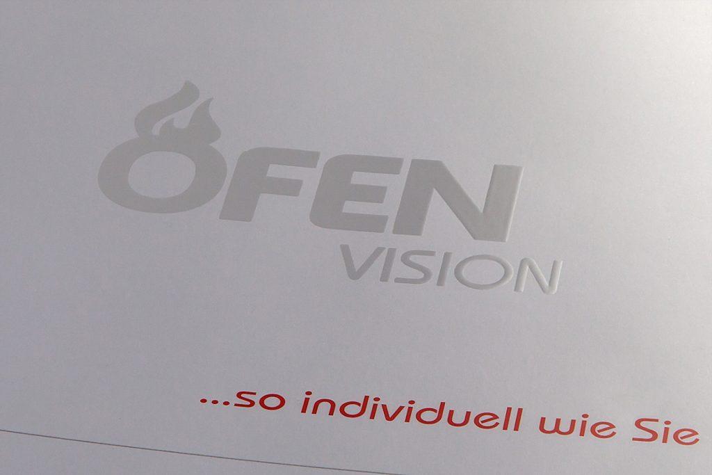 Logo Ofenvision auf der Rückseite - UV-Lack auf weißem Untergrund