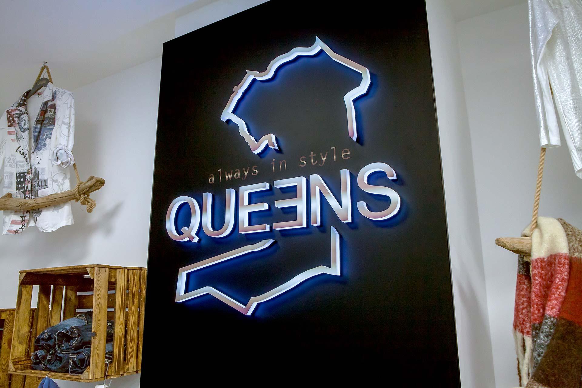 Logo Queens GmbH - Lichtwerbung - Front- und Seitenleuchter